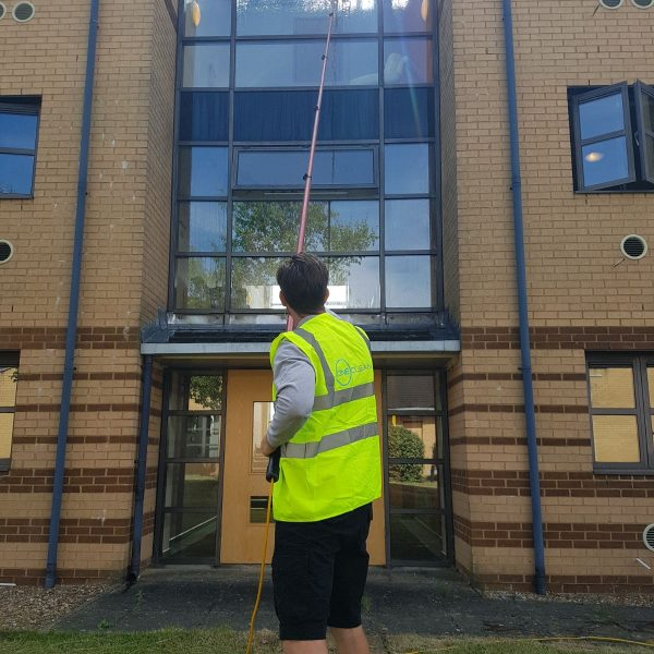 commercial window cleaning milton keynes